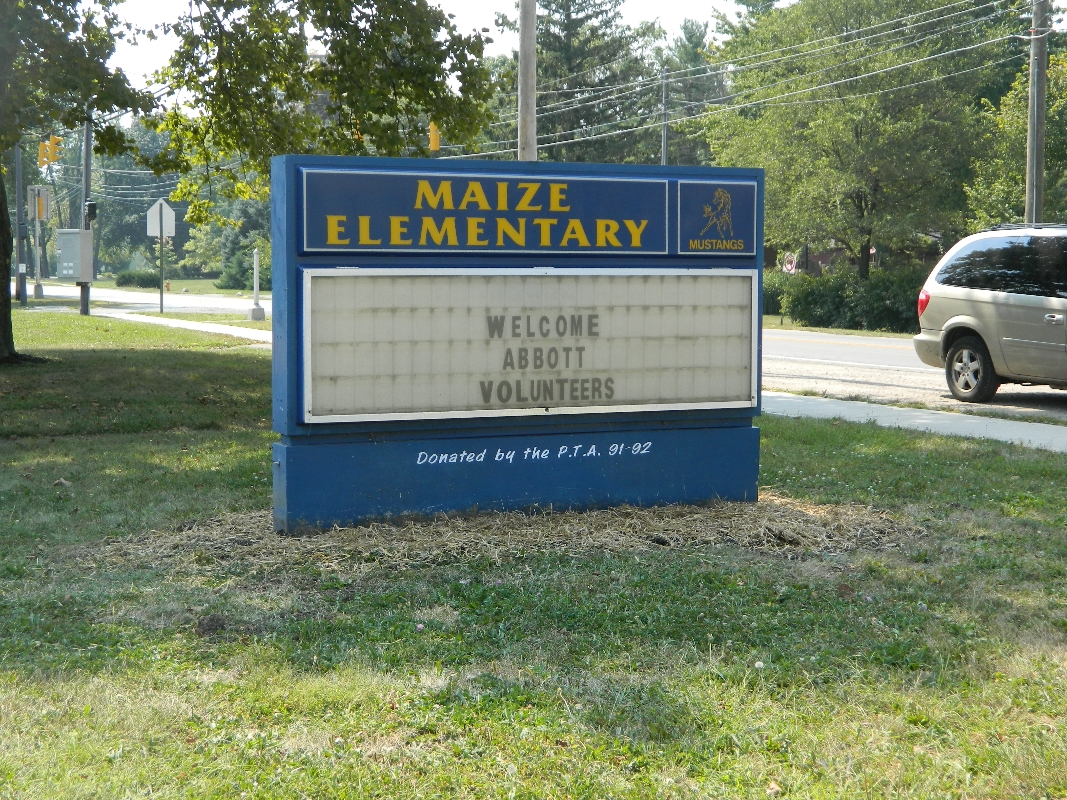 2013-cvc-abbott-nutrition-volunteers-at-maize-elementary